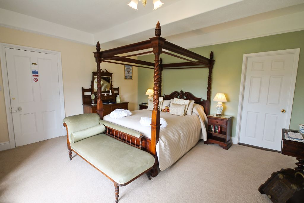 Beech Room - Four Poster Bed